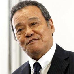 現場で鼻歌まじりの西田敏行/(C)日刊ゲンダイ