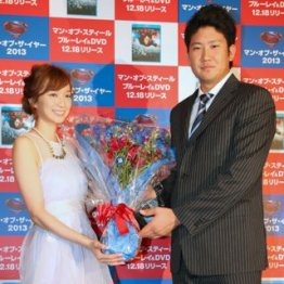 芹那とニンマリ/(C)日刊ゲンダイ