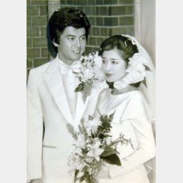 (C)日刊ゲンダイ/1980年11月19日の結婚式での三浦友和 山口百恵夫妻