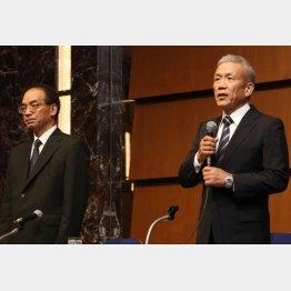 原田会長(右)は強気(9日の記者会見)/(C)日刊ゲンダイ