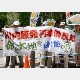 16日も反対派が大規模デモ/(C)日刊ゲンダイ