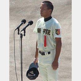 開会式で選手宣誓をした作新学院の中村幸一郎主将/(C)日刊ゲンダイ