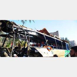シリアで爆破されたバス/(C)AP