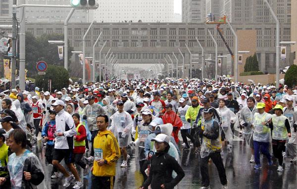 【速報】「東京マラソン」がテロの標的化!伴走警官じゃ爆破テロは防げない!!どうする参加者!!