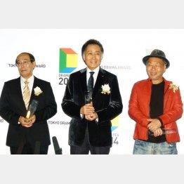 「東京ドラマアウォード」授賞式で(左から志賀廣太郎、北大路欣也、泉谷しげる)