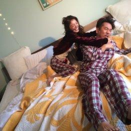 パジャマ姿でアツアツ