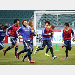 チュニジア戦を前に調整に励む日本代表選手