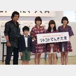 中央から右へ「Negicco」のKaede、Nao☆、Megu
