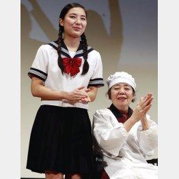 大女優の祖母・樹木希林(右)と内田伽羅