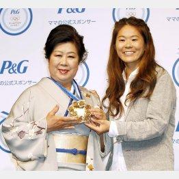 前回大会後は母親の満壽子さんも人気者に(C)日刊ゲンダイ