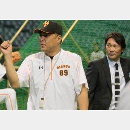 村田コーチ(左)と筆者