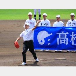 全国高校野球選手権大会で始球式を行った王貞治氏