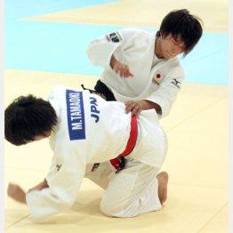 練習で汗を流す世界選手権48キロ級銅メダルの近藤亜美