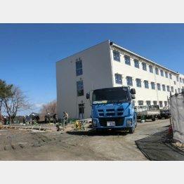 広野小学校敷地内に建設中の寮