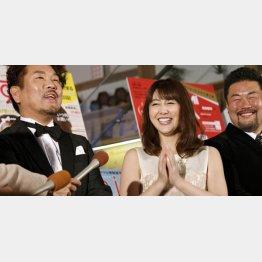 左から藤本敏史、安めぐみ、佐々木健介
