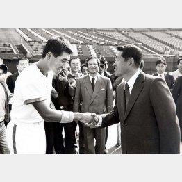 堤オーナー(右)には西武入団当時からかわいがられた