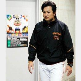 セ・リーグファンミーティングのポスターを背に浮かない顔の高橋監督