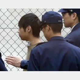 送検される寺内樺風容疑者