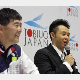 再びタッグを組む北島康介(右)と平井コーチ