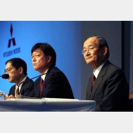三菱商事出身の益子会長(中央)と重工出身の西岡元会長(右)