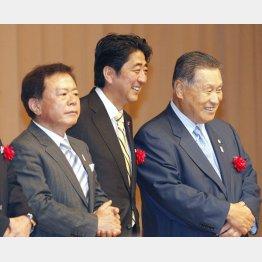 東京五輪招致出陣式で(左から猪瀬直樹前都知事、安倍晋三首相、森喜朗元首相)