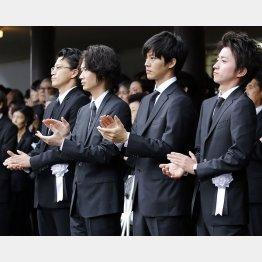 左から小栗旬、綾野剛、松坂桃李、藤原竜也