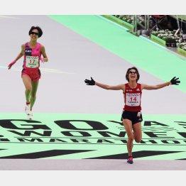 名古屋ウィメンズでは1秒差で2位に入った田中智美が代表に(後方は小原怜)