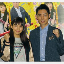 NHK連ドラ初主演の小泉孝太郎(右)と共演の川口春奈