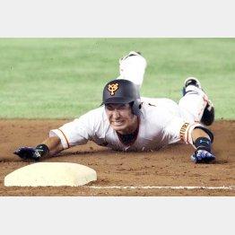 三塁へヘッドスライディング