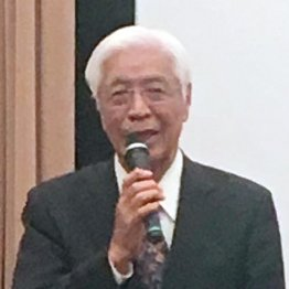 試写会であいさつをする佐藤栄佐久元福島県知事