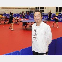 日本生命女子卓球部の指導とジュニアの育成に励む(ニッセイ体育館にて)