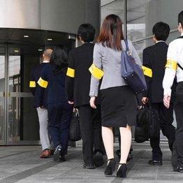 電通に立ち入り検査に入る東京労働局の職員