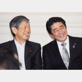 """高村本部長(左)と安倍首相は""""お友達"""""""