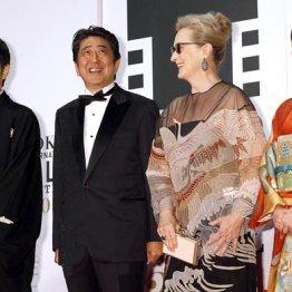 お気楽なもんだ(東京国際映画祭のレッドカーペットに登場した安倍首相)