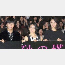 左から岩田剛典、菅野美穂、松嶋菜々子