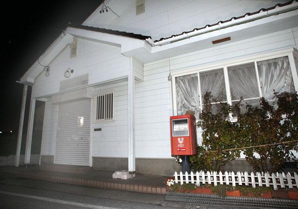 諸郵便局が「憩いの場」というのは仮の姿(C)日刊ゲンダイ