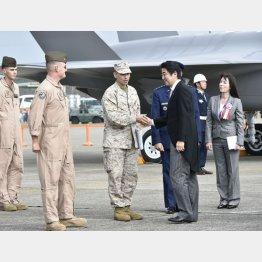 自衛隊航空観閲式での安倍首相