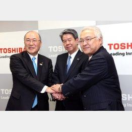 左から西田厚聡、田中久雄、佐々木則夫の3氏