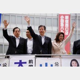 街頭演説をする公明党(央・山口代表)