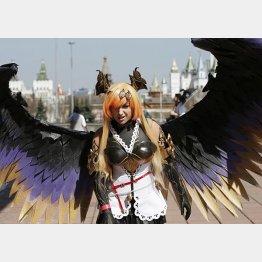 モスクワで開催された日本ポップ文化フェスティバルでコスプレを披露する女の子