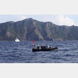尖閣諸島の緊張も続いている(魚釣島を警備する海上保安庁)