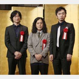 右から芥川賞・羽田圭介氏、又吉直樹氏、直木賞・東山彰良氏