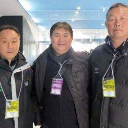 左から黒田監督、筆者、小島監督