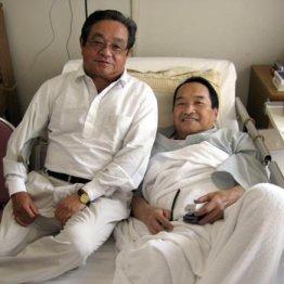 右足を切断した木之本氏を入院先に見舞った森氏(左)
